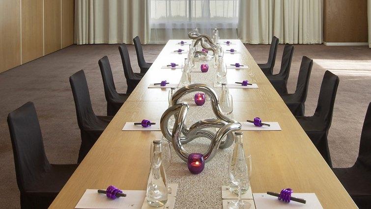 Practical meeting room in W Doha Hotel & Residences - Citybase Apartments