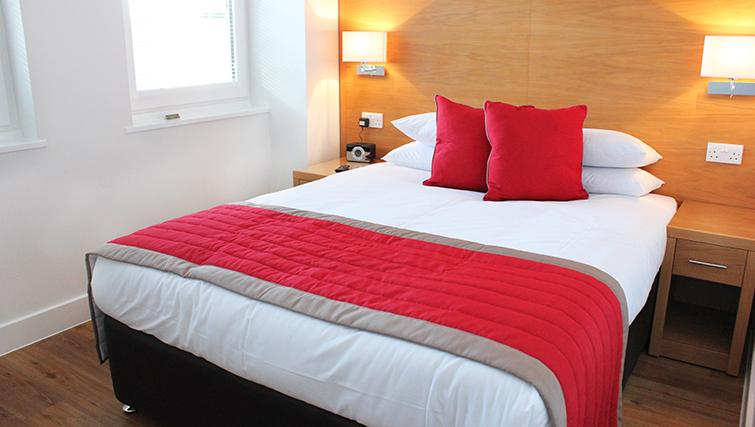 Cosy bedroom in 100 Kings Road Apartments - Citybase Apartments