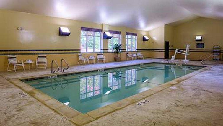 Gorgeous pool in Homewood Suites Boston Billerica - Citybase Apartments