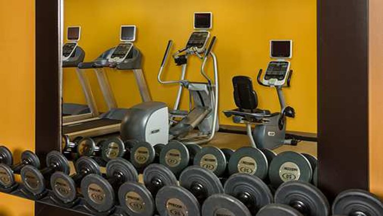 Equipped gym in Homewood Suites Boston Billerica - Citybase Apartments