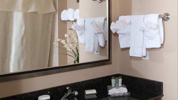 Clean bathroom in Homewood Suites Boston Andover - Citybase Apartments
