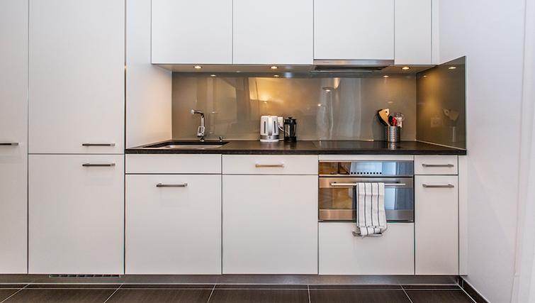 Modern kitchen in Eidmatt Apartments - Citybase Apartments
