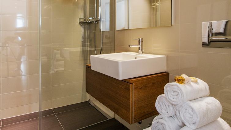 Modern bathroom at Eidmatt Apartments - Citybase Apartments