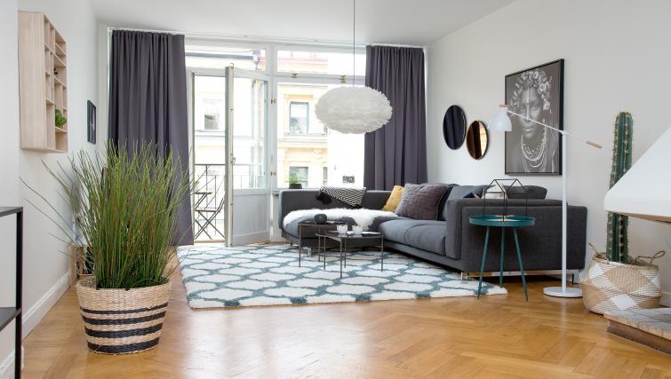 Living room at Grevgatan Apartments - Citybase Apartments