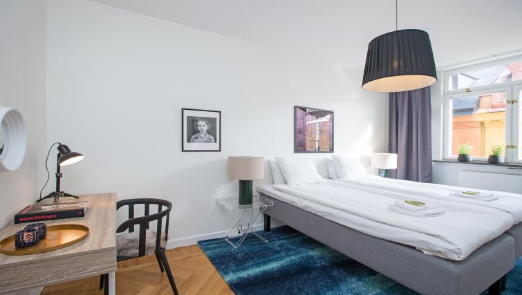 Double bedroom at Grevgatan Apartments - Citybase Apartments