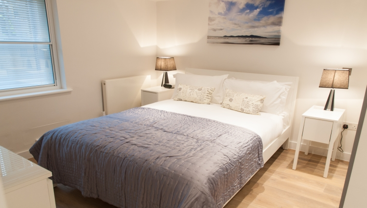 Cosy bedroom at Clarendon Berwick Street - Citybase Apartments