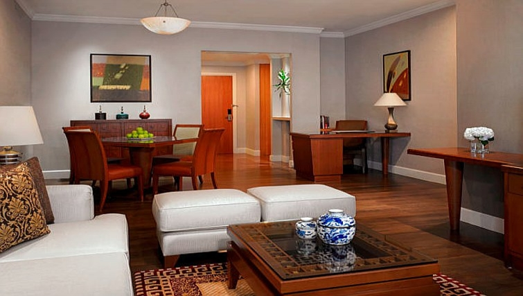 Luxurious living area in Marriot Executive Apartments Mayfair - Bangkok - Citybase Apartments