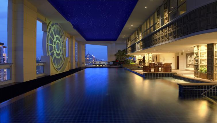 Pool at Marriot Executive Apartments Mayfair - Bangkok - Citybase Apartments