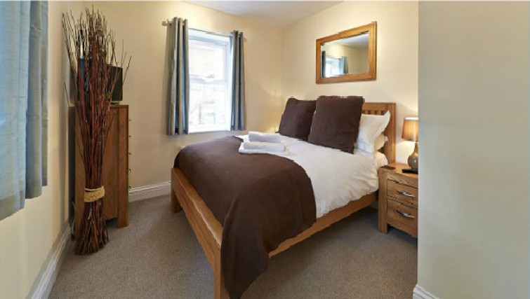 Peaceful bedroom in Swan Place Apartments - Citybase Apartments