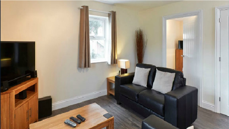 Charming living area in Swan Place Apartments - Citybase Apartments