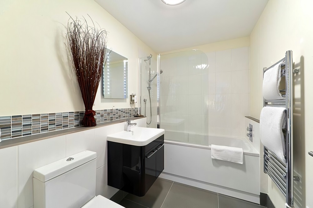 Bathroom at Swan Place Apartments, Old Town, Swindon - Citybase Apartments