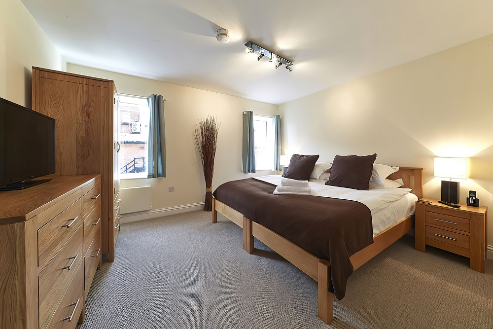 Bed at Swan Place Apartments, Old Town, Swindon - Citybase Apartments