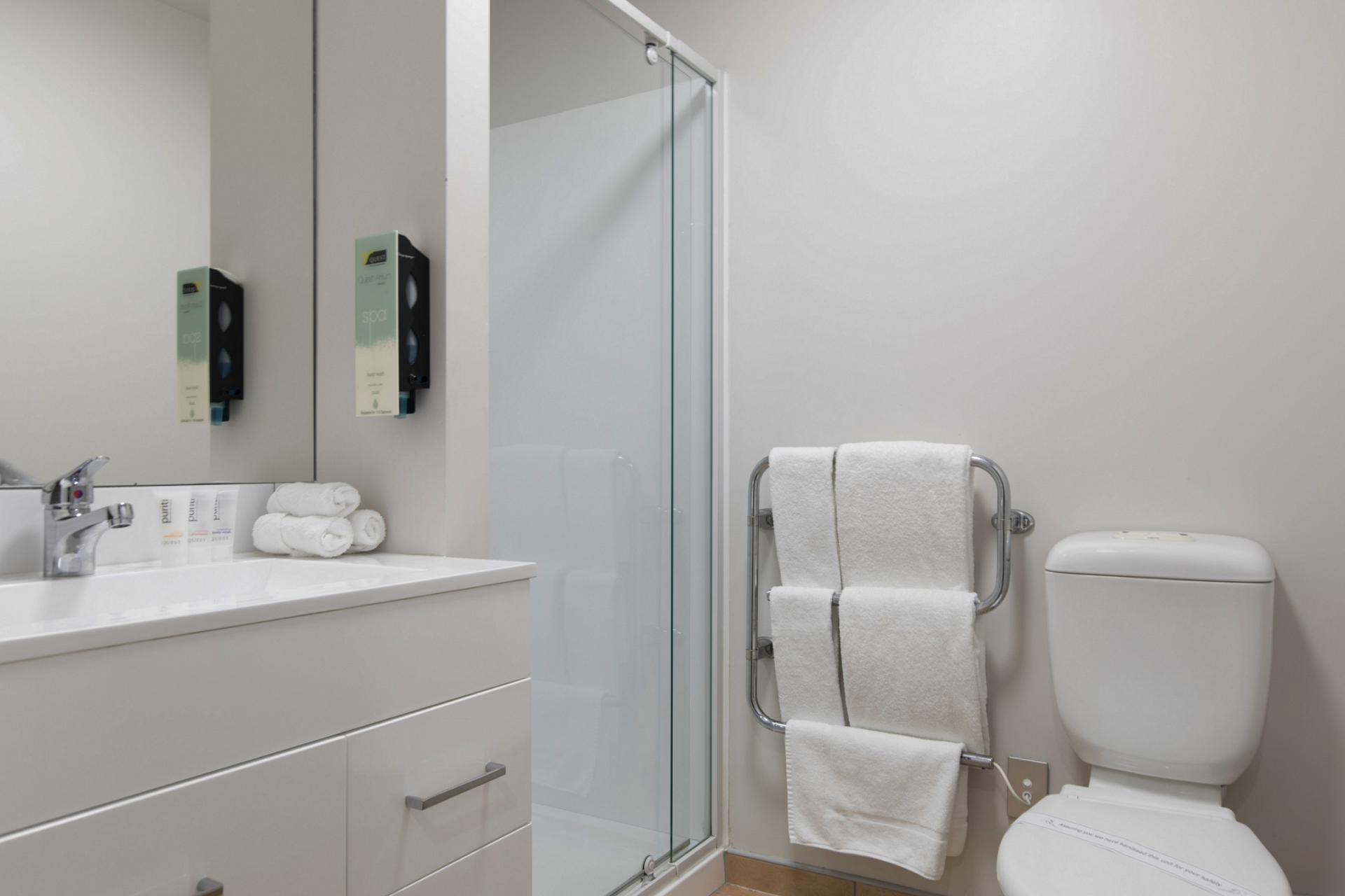 Charming bathroom in Quest Atrium - Citybase Apartments