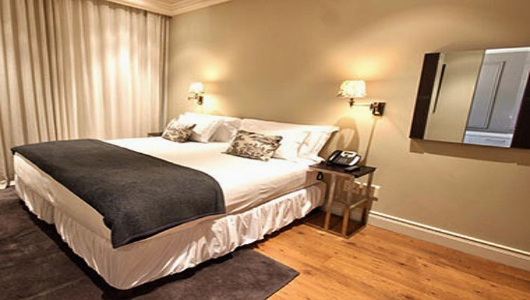Elegant bedroom in Cape Royale Luxury Hotel & Apartments - Citybase Apartments