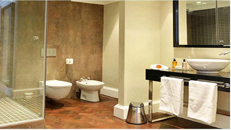 Contemporary bathroom in Cape Royale Luxury Hotel & Apartments - Citybase Apartments