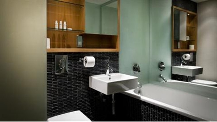 Gorgeous bathroom in Duchy Road Apartments - Citybase Apartments