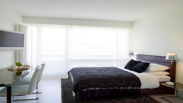 Slick bedroom at Caroline Apartments - Citybase Apartments