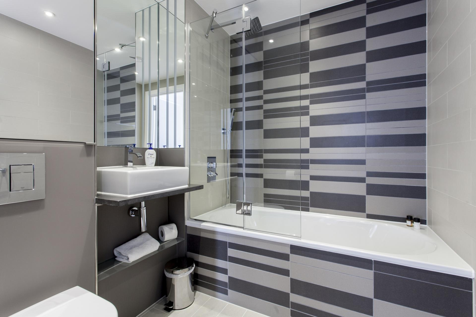 Bathroom at Avante-Garde Apartments - Citybase Apartments
