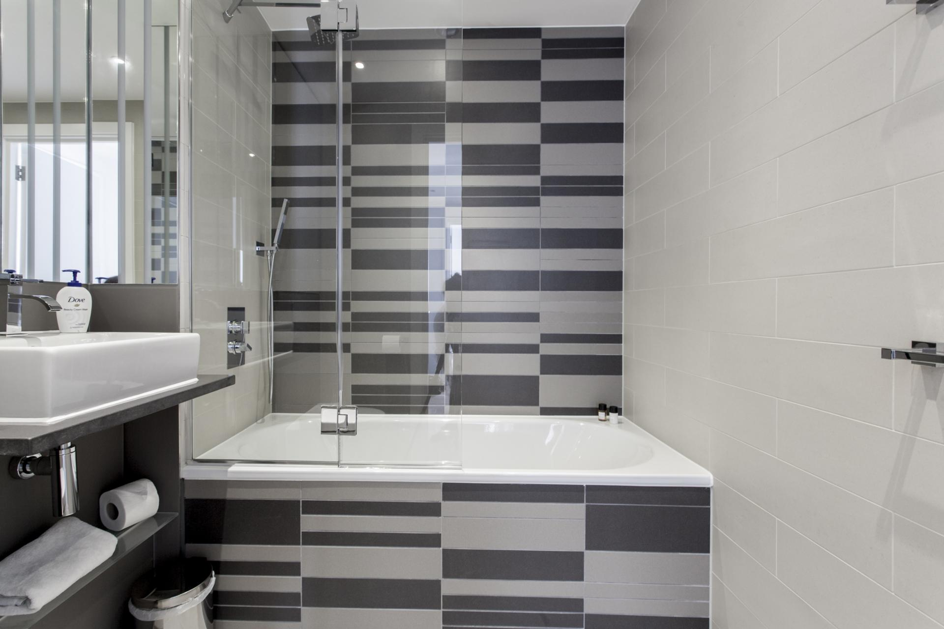 Shower at Avante-Garde Apartments - Citybase Apartments