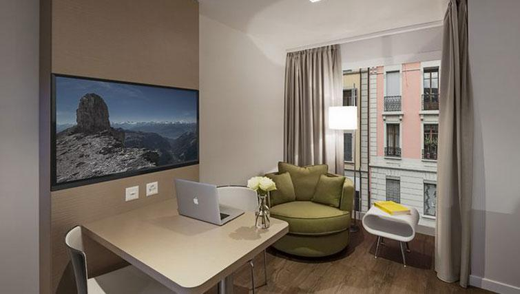 Study area at Base Nyon Apartments - Citybase Apartments