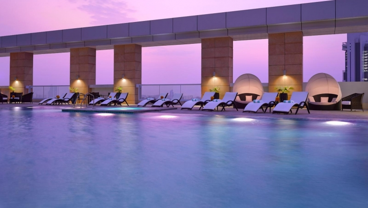 Fantastic pool at Dusit Thani Abu Dhabi Apartments - Citybase Apartments