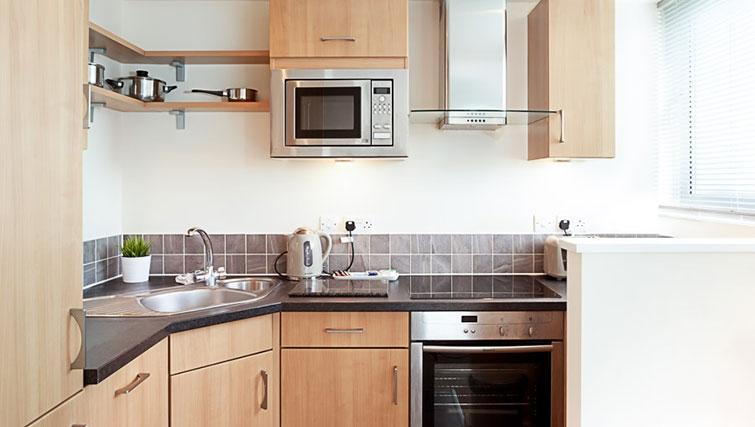 Modern kitchen in Swindon Paramount Apartments - Citybase Apartments