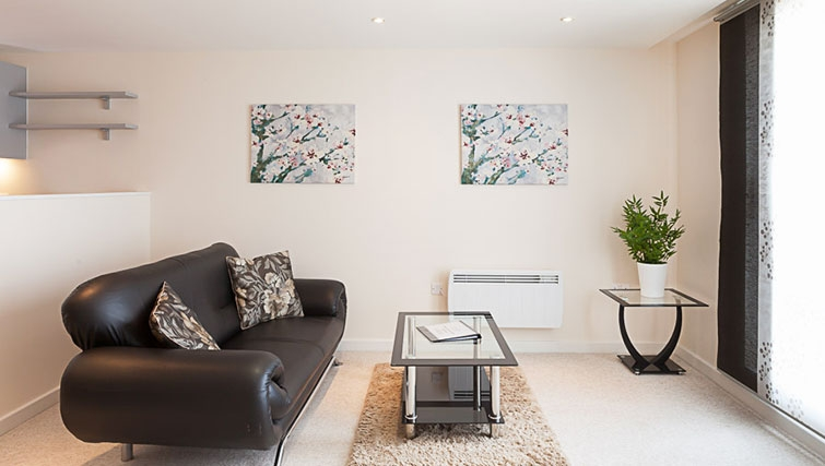 Spacious living area in Swindon Paramount Apartments - Citybase Apartments