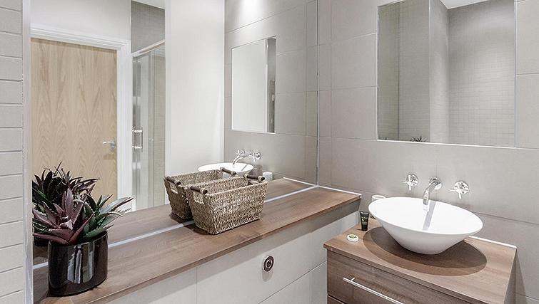 Bathroom in Kinnaird Court Apartments - Citybase Apartments