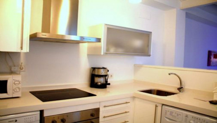 Compact kitchen in Relator Apartments - Citybase Apartments