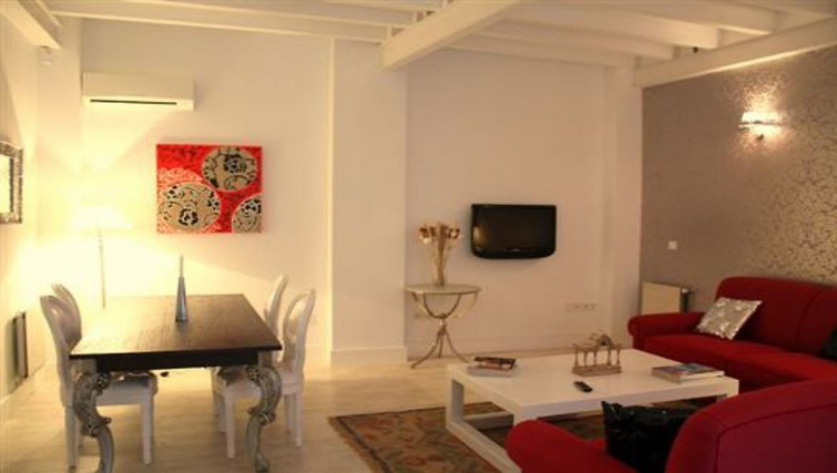 Delightful living area in Relator Apartments - Citybase Apartments