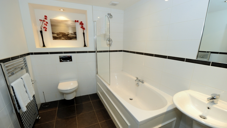 Bathroom at City Centre Apartments - Citybase Apartments