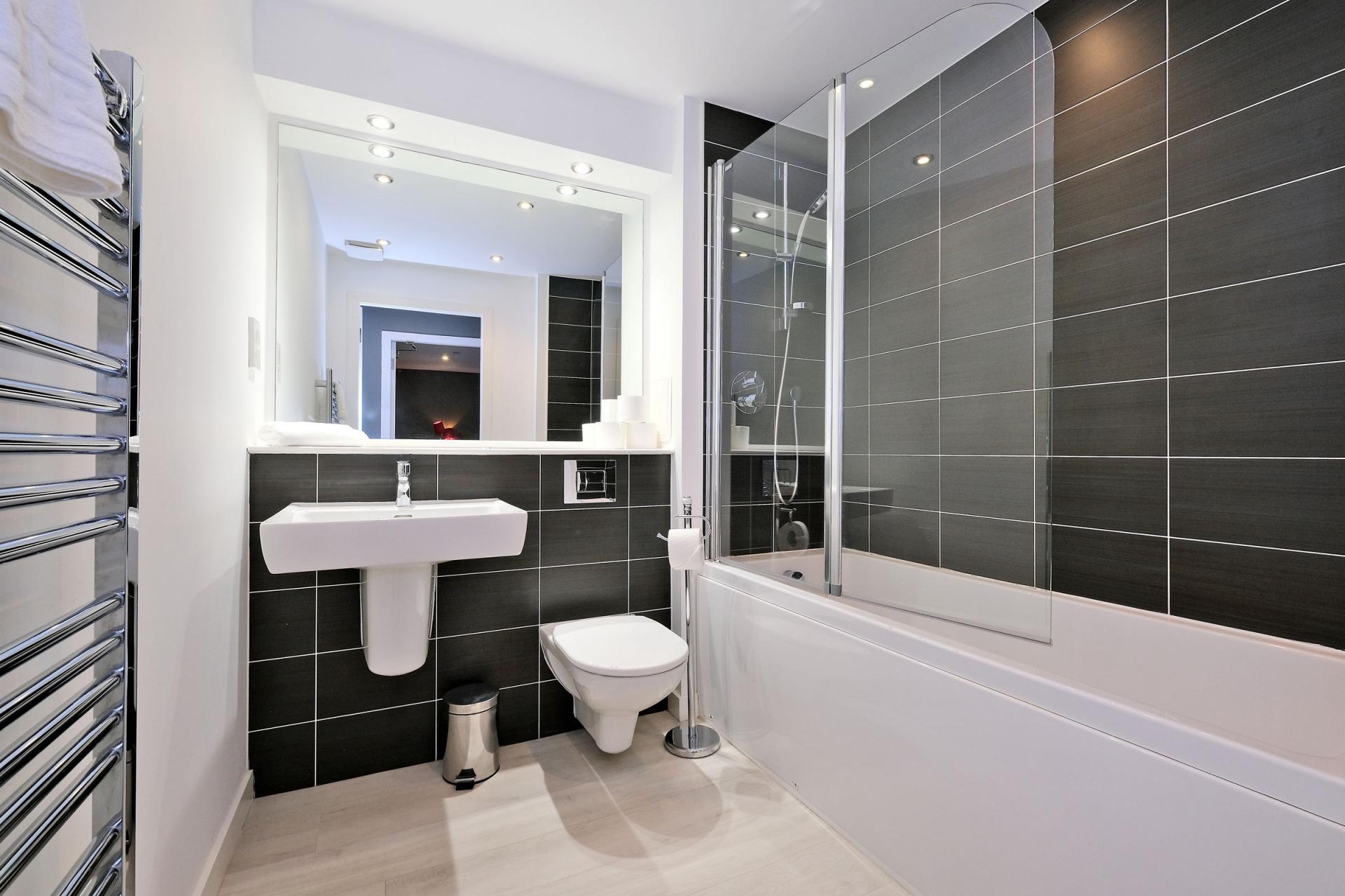 Bathroom at 54 Chapel Street Apartments, Centre, Aberdeen - Citybase Apartments