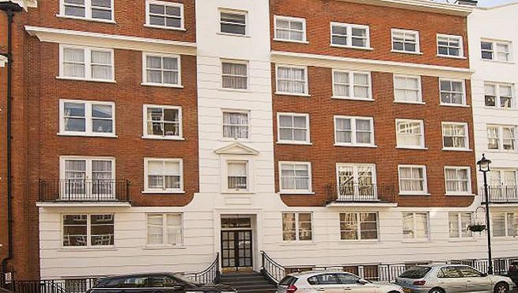 Exterior of Maybury Court Apartment - Citybase Apartments