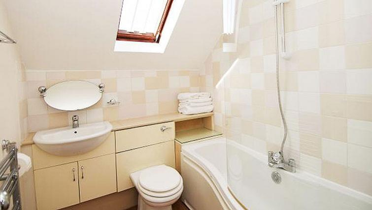 Bathroom at Maybury Court Apartment - Citybase Apartments