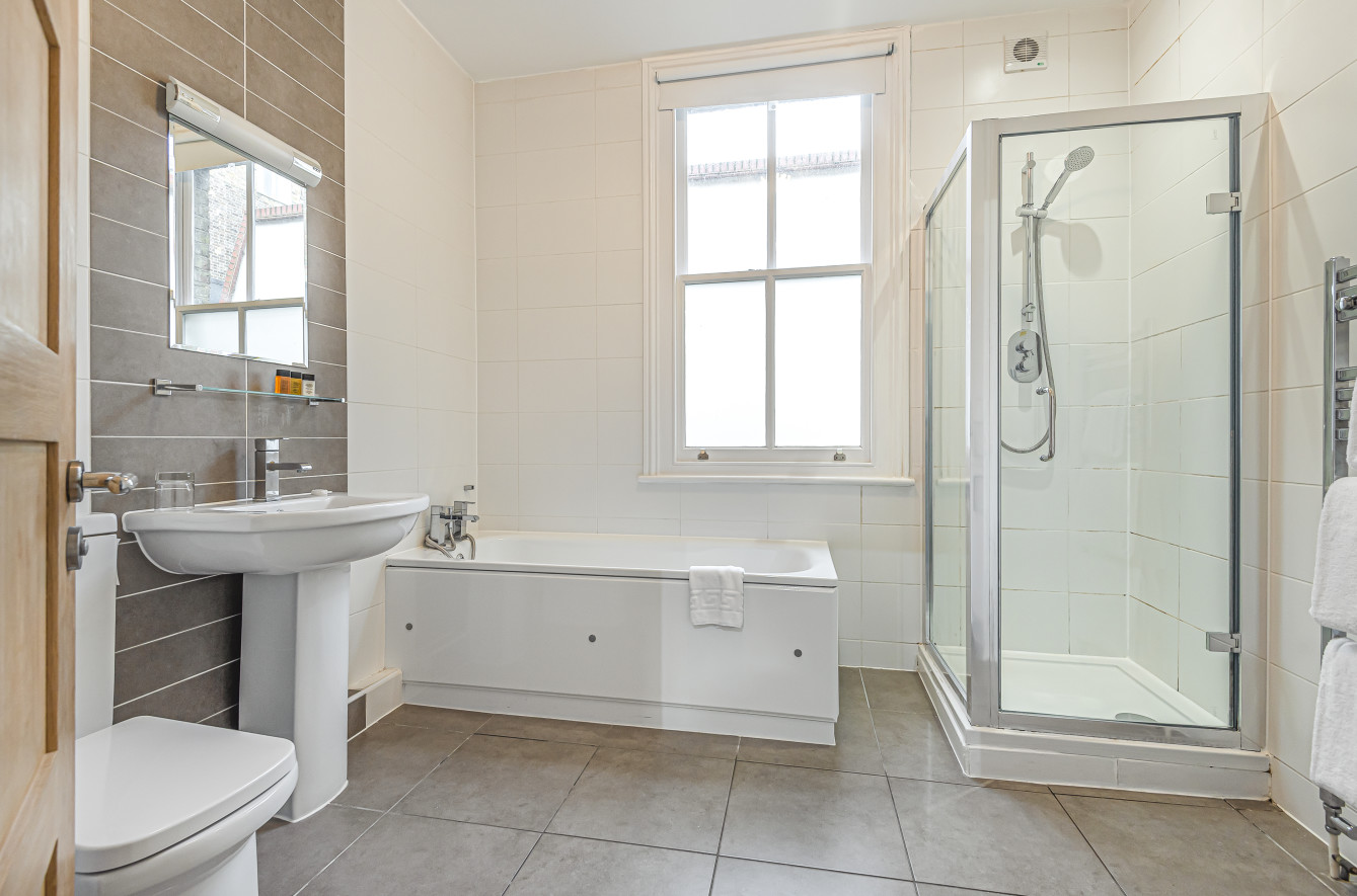 Bathroom at Inverness Place Apartments - Citybase Apartments