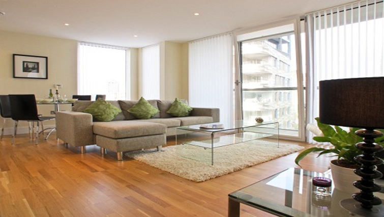 Large living area at Lantern Court Apartments - Citybase Apartments