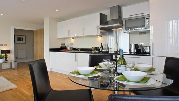 Elegant kitchen & dining area at Lantern Court Apartments - Citybase Apartments