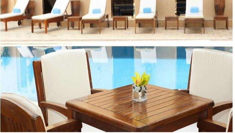 Swimming pool at Grand Hyatt Doha Apartments - Citybase Apartments