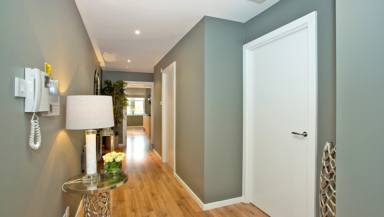 Hallway at Polmuir Gardens Apartments - Citybase Apartments