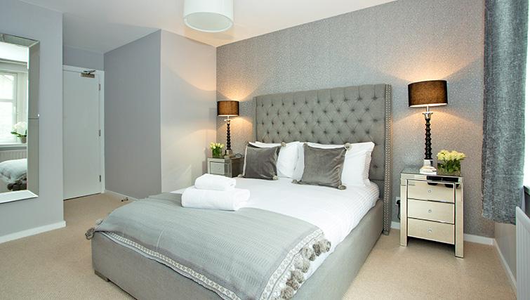 Bedroom at Polmuir Gardens Apartments - Citybase Apartments