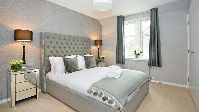 Modern bedroom at Polmuir Gardens Apartments - Citybase Apartments