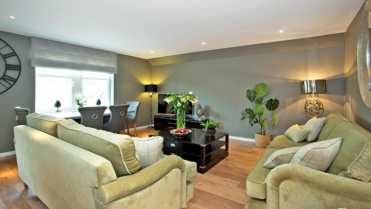 Lounge at Polmuir Gardens Apartments - Citybase Apartments