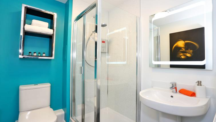 Shower at Burnside Road Apartments - Citybase Apartments