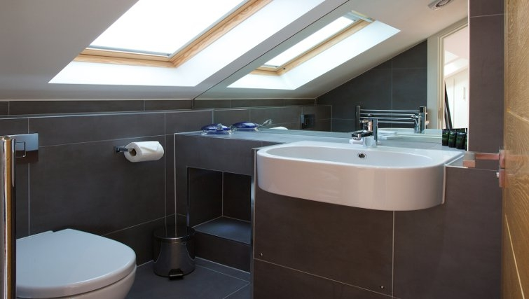Modern Bathroom at Flying Butler Marylebone Edgware Road Apartments - Citybase Apartments
