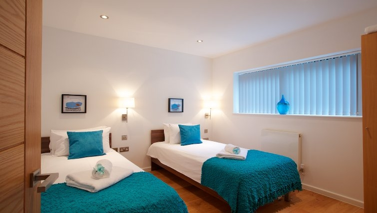 colourful twin bedroom at Flying Butler Marylebone Edgware Road Apartments - Citybase Apartments