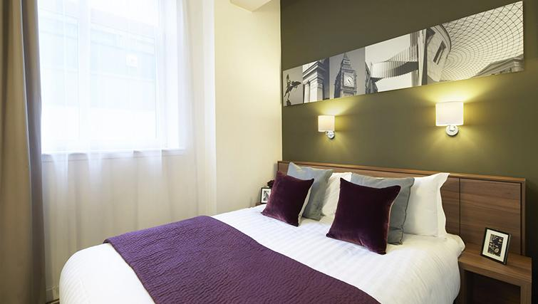 Artistic bedroom at the Citadines Holborn & Covent Garden London - Citybase Apartments