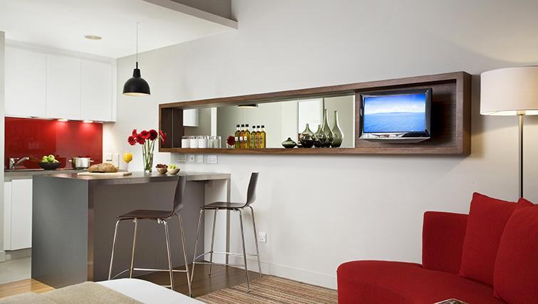 Stylish dining area at the Citadines Holborn & Covent Garden London - Citybase Apartments