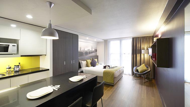 Bedroom - 1 bed - Citadines Trafalgar Square Apartments - Citybase Apartments