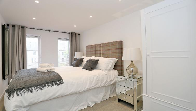 Double bedroom at Dempsey Court Apartments - Citybase Apartments
