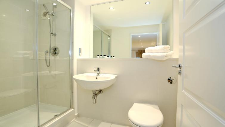 Shower room at Dempsey Court Apartments - Citybase Apartments